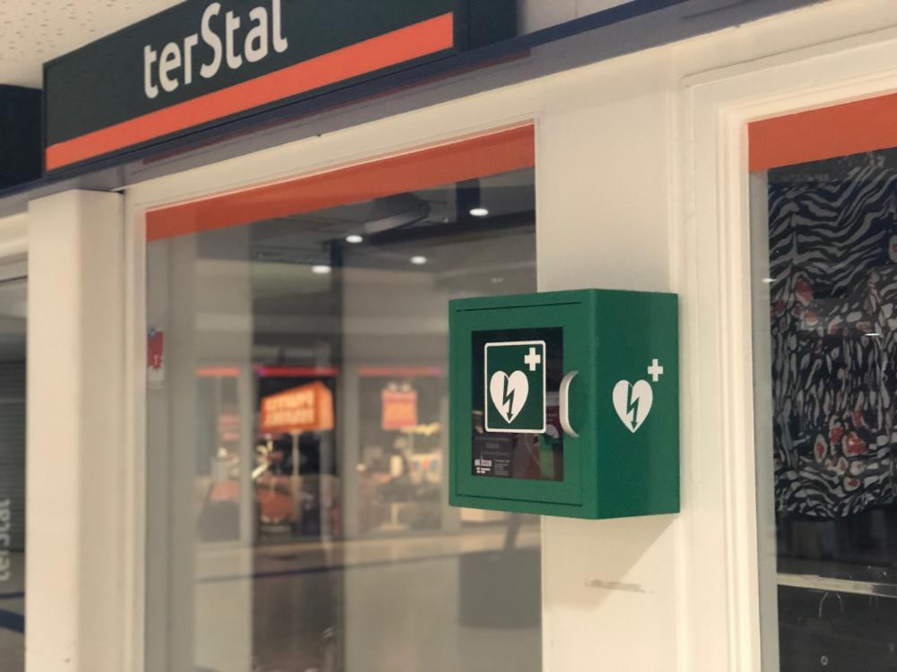 AED-apparaat bij Terstal - Winkeliers slagen voor AED-cursus - winkelcentrum Makado